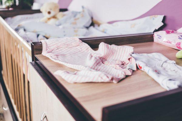detská postieľka s komodou