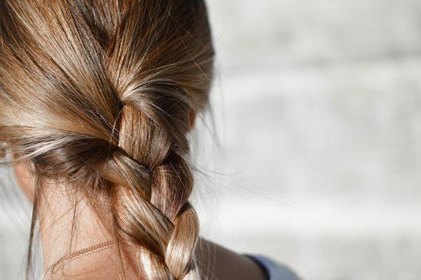 padanie vlasov príčiny