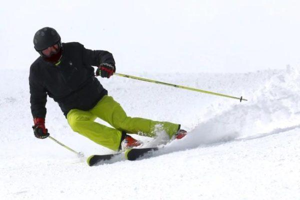 ako vybrať lyžiarsku prilbu