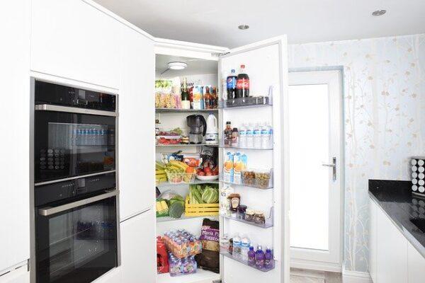 ako usporiadať chladničku