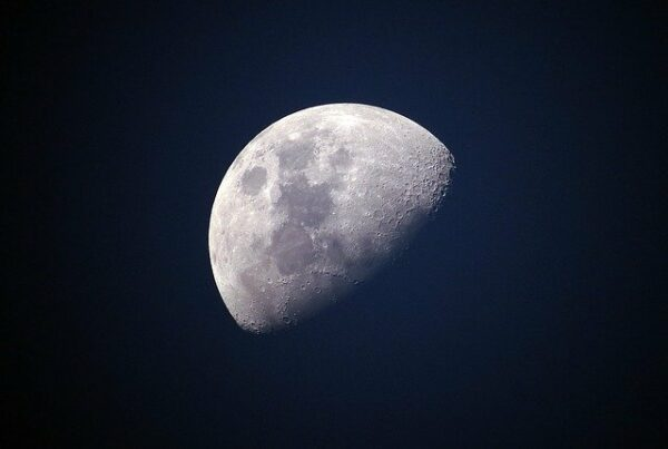 pozorovanie mesiaca