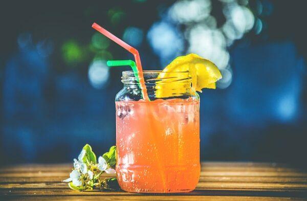 letné nápoje s ľadom