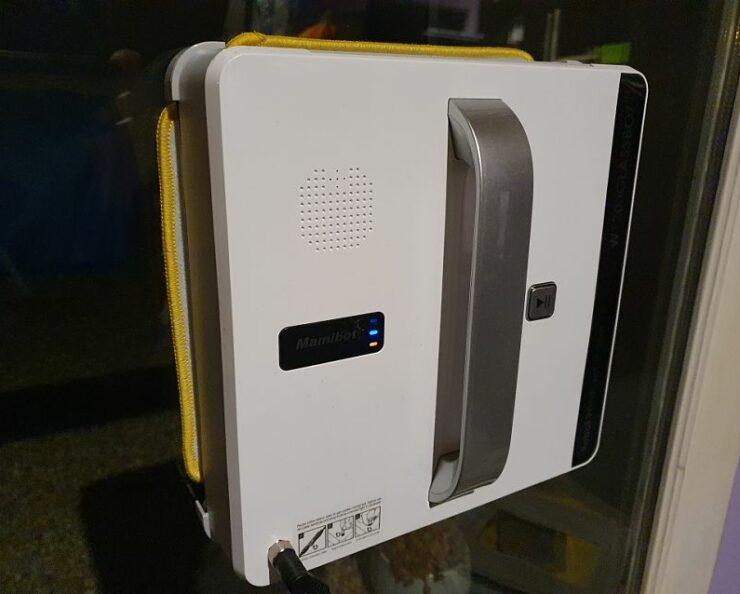 mamibot w120 robot na okná pri práci
