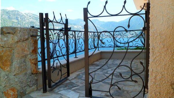 farba na bránu
